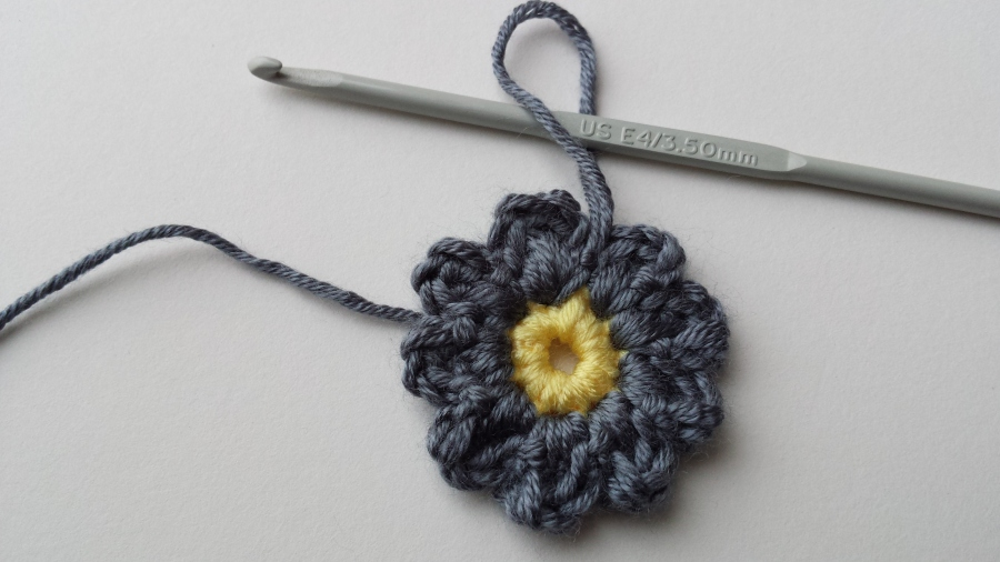 A Little Crochet Flower Pattern