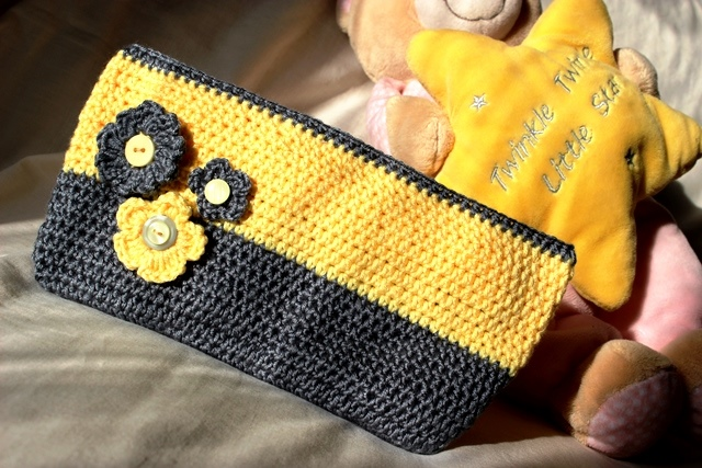 yellow-grey color block purse